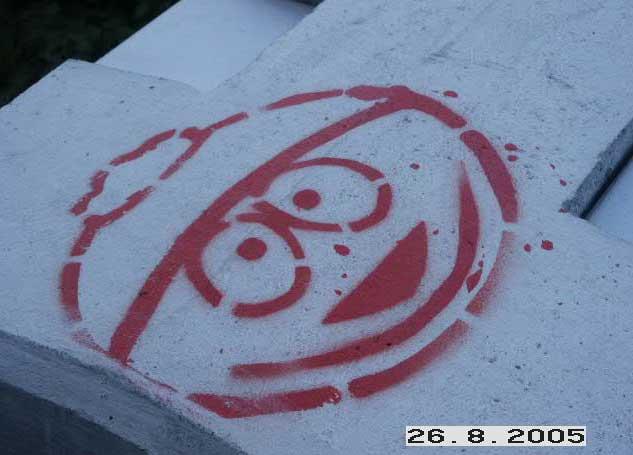 Große Ansicht eines gesprayten Zeichentrickmännchen als Graffiti